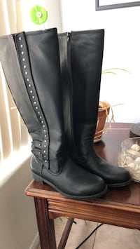pair of black leather boots Henderson, 89052