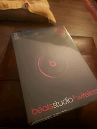 Beats studio 3 wireless never opened Airdrie, T4B 2Y7
