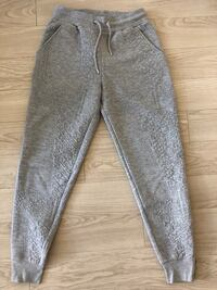 H&M light grey textured sweat pant. Size S New Westminster, V3L 0J1