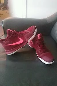 pair of red Nike high-top sneakers Conway, 72034
