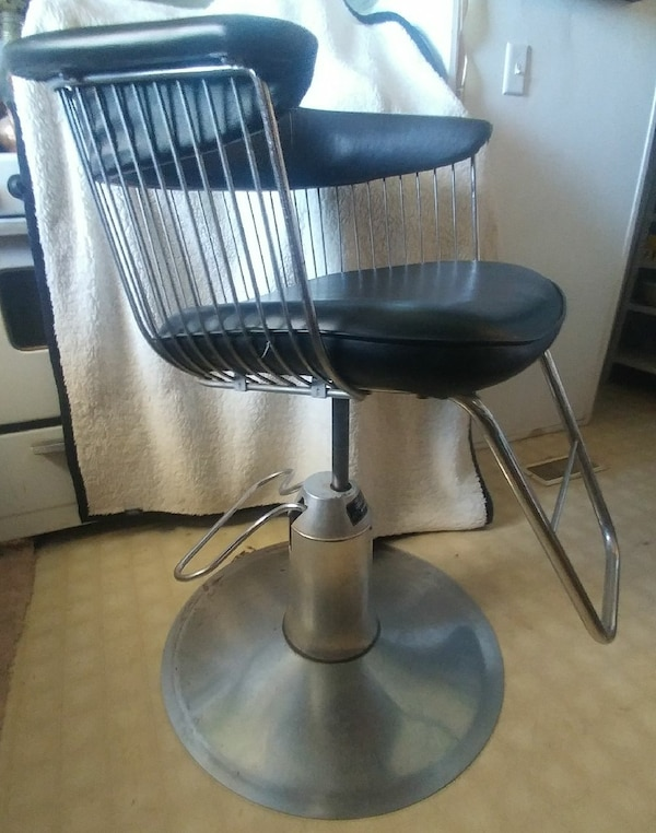 Used Salon Chairs >> 2 Belvedere Salon Chairs Regent Hydraulic Lift