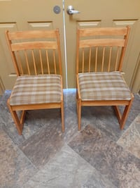 2 Dining Chairs || Oak Finish || Great Condition