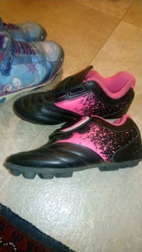 pair of black-and-pink Nike basketball shoes London, N6H 0B2