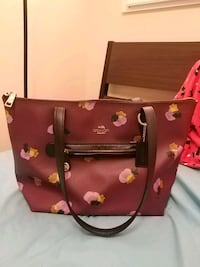 Burgundy Coach purse, lightly used Vancouver, V5R 3J6