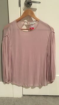 Women's pink scoop neck long sleeve top Surrey, V3S 6V2