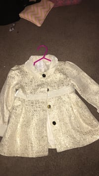Baby girls 18 month silver and white trench coat Washington, 20032