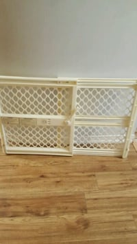 plastic baby safety Gate  pressure mounted  Mississauga, L5C 3Y8