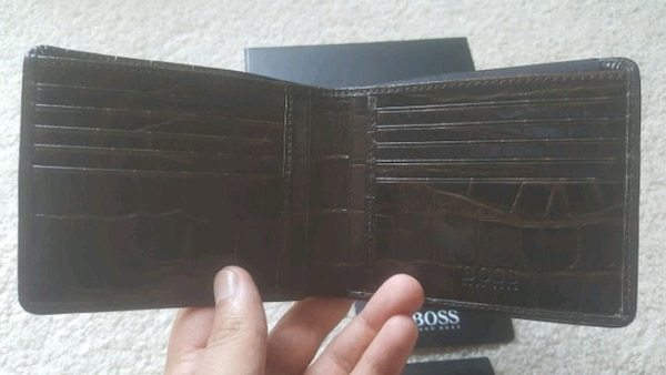 Hugo Boss wallet - Louis Vuitton Gucci Tom Ford ae011310-ff6f-49a3-90fa-ea77c09d6632