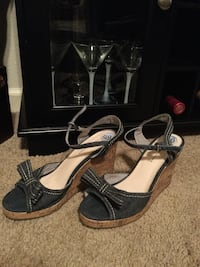 Pair of black open toe ankle strap wedge sandals Redding, 96001