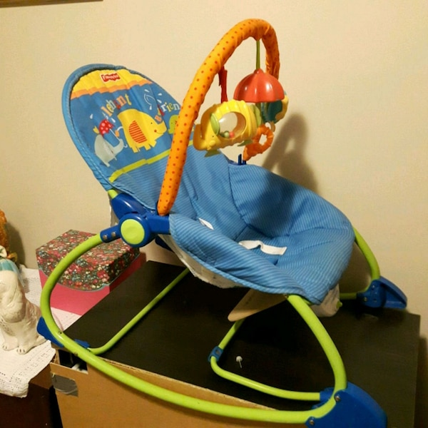 Baby rocker with music