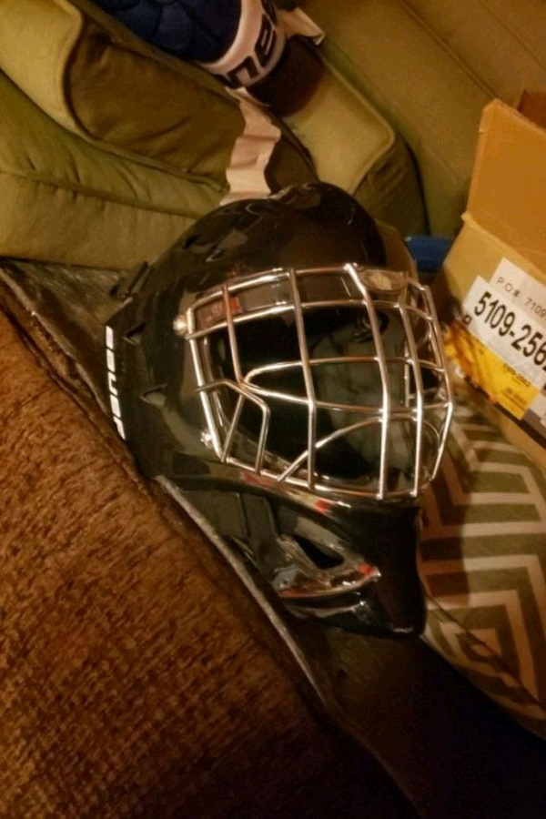 Hockey goalie cage mask helmet never seen a puck new Junior 32b75782-f062-4d1c-af66-a22e0d319c68