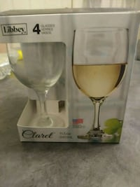 two clear glass wine glasses with box Wilmington, 28405