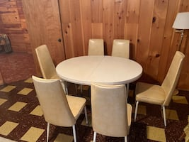 Dining table and 8 chairs with leaves