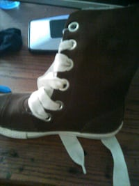 Converse furry boots size 2