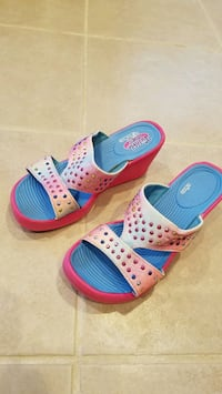 Girl's sandals,  size 1 and 2.By Skechers  Springfield, 22153