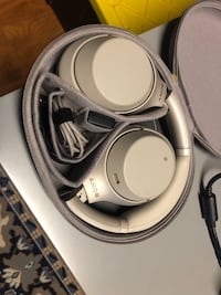 Sony WH1000XM3 Bluetooth Wireless Noise Canceling Headphones Silver Ashburn, 20148