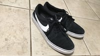 Pair of black nike low-top sneakers Edwardsville, 66111