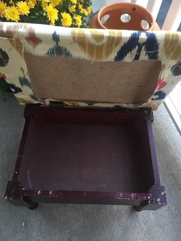 Small footstool hinged lid with storage 3cca601d-7737-4a15-9fb5-969538cebae0