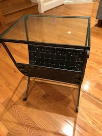 Glass top end table Alexandria, 22314