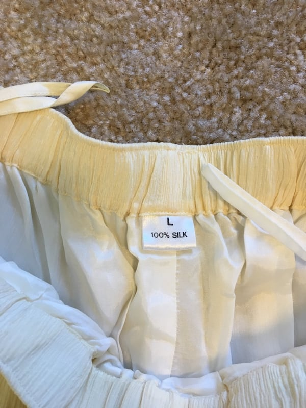 100% silk pants with lining. New, never worn. Roughly US size 4-6 c82daa5a-ea2a-4ec9-b3bb-bc3f553f1810