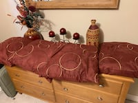 Four matching pillows, mirror  and decoration accessories Annandale, 22003