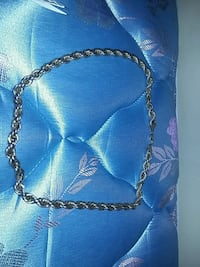 silver-colored chain necklace Winnipeg, R2W 0R8