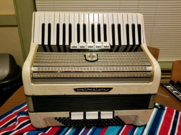 96 bass piano accordion - Weltmeister