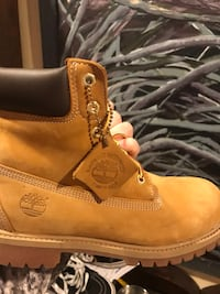 Butter Tims...Timberland Boots... classic. Super CLEAN!! With box...Worn twice...youth size 7. Orig=$125. Falls Church, 22042