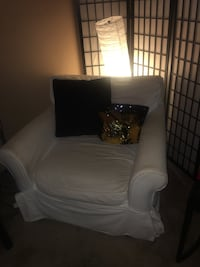 White  sofa chair with throw pillow Hyattsville, 20781