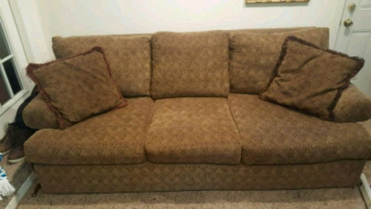 7 Foot Couch In Great Shape