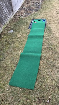 Electric putting machine with 3 practice holes