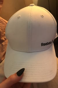 White Reebok hat London, N5W 2P5
