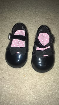 toddler shoes Naperville, 60565