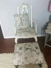 Gorgeous  antique  chair  in  French  design  Whitby, L1N 8X2