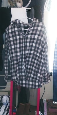 Long sleeve black and whte flannel