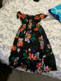 New without tags size medium old Navy dress  Edmonton