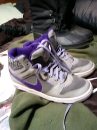 white-purple-and-gray Nike high-top sneakers Cambridge, N1R 4M1