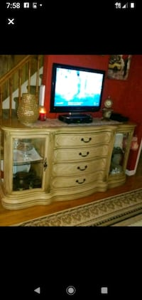 17 years old hutch and buffet.500.00 or best offer Mineola, 11501