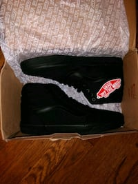 pair of black Vans shoes with box Pittsburgh
