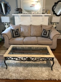 4pc sofa, 2 tables and rug set Greenville, 29609