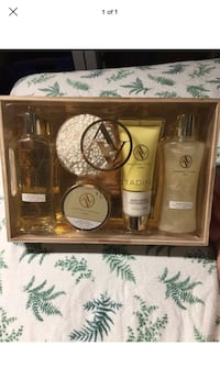 Adrienne Vittadini Studio Honey Almond 5-Piece Luxury Bath Set NEW/SEALED London, N6G 2Y8