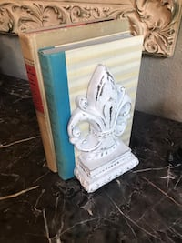 Hand painted bookends  2154 km