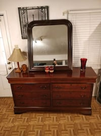 Nice big BROYHILL dresser with 8 drawers and big mirror in great condi West Springfield, 22152