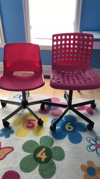 Pink kids desk chair-the one on the left. Montréal, H1K 0J3