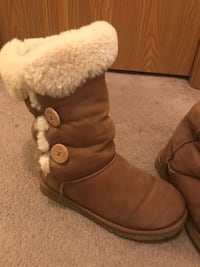 pair of chestnut UGG classic short 2 Ames, 50014