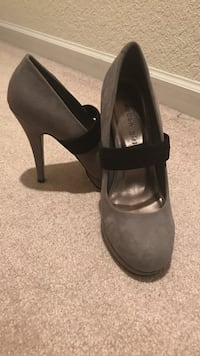 Madden Girl size 7 1/2 gray-and-black round-toe pumps