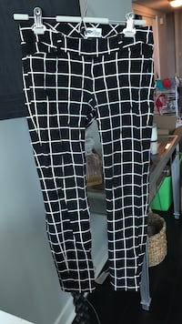 Old Navy Black and White Check Dress Pant - Size 4
