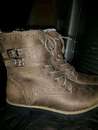pair of brown leather work boots 1963 km