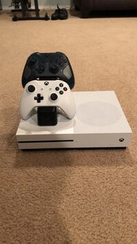xbox one s with charge stand  and two controllers Highlands Ranch, 80126