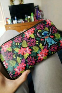 Stitch Zipper Wallet